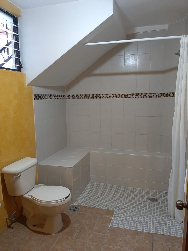 Al Sol Oaxaca Apartment 3 Bathroom with window